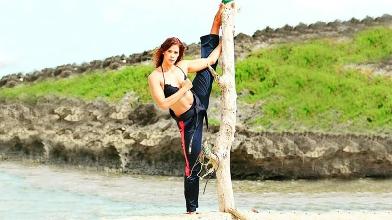 SLs Amazing Stunt Best Martial Arts Kicks Girls