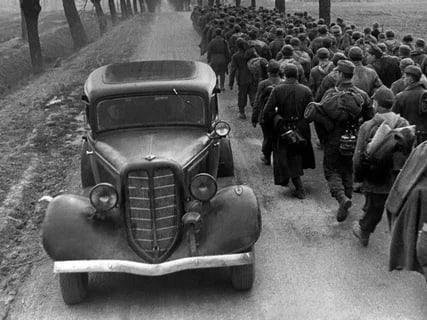 Газ М1.«Эмка». История автомобиляОтечественный легковой автомобиль массового выпуска Газ М1 «Эмка».Первые работы над созданием начались в 1933 году, и уже в январе 1934 года появились первые