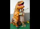 Программа с динозавром и палеонтологом