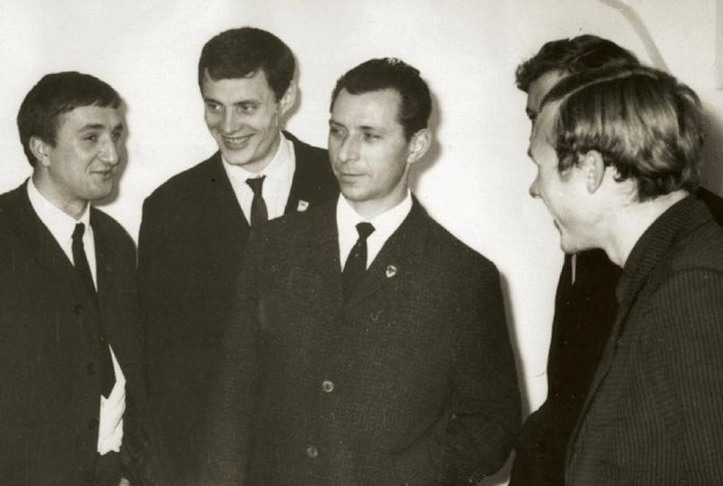 В центре кадра — Александр Резанов и Семен Полонский
