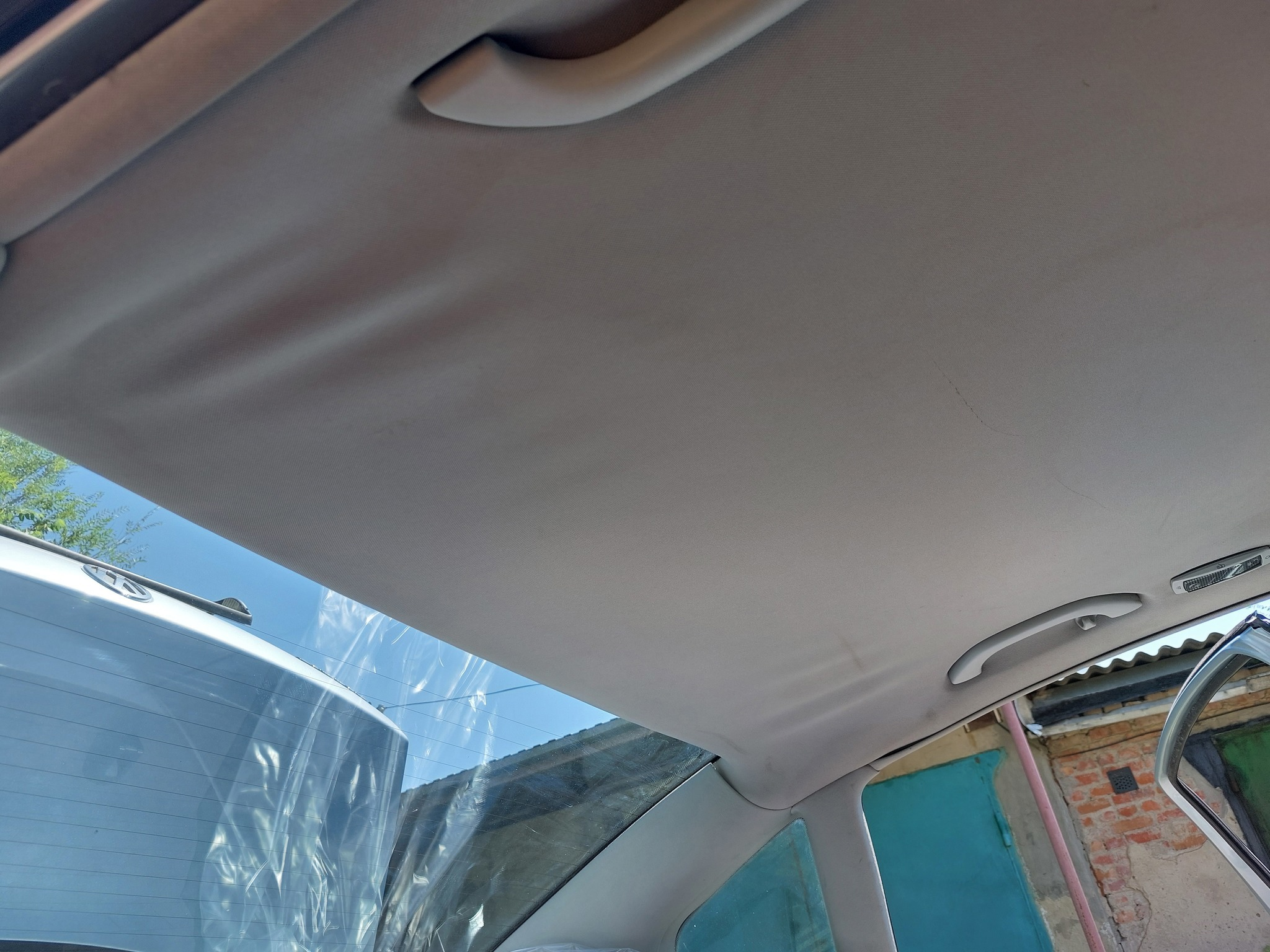 Провис потолок в автомобиле