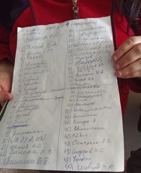 12 октября в Волжском люди стоят в многочасовых очередях ...