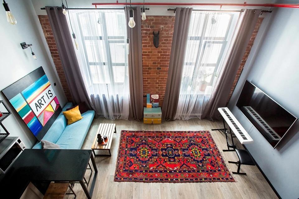 Творческий интерьер студии 32 кв.