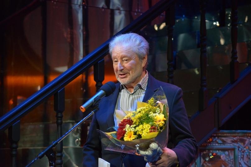 Кавалер ордена «За заслуги перед Отечеством» IV степени артист Вениамин Смехов — лауреат премии «Фигаро» в номинации «Мастер слова и сцены»