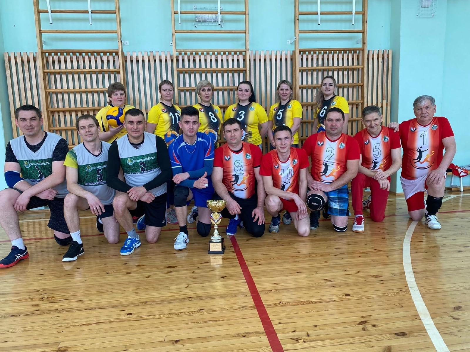 В Можге прошли традиционные соревнования по волейболу