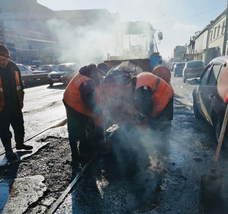 В Курске почти на 30-ти улицах ведется ямочный ремонт