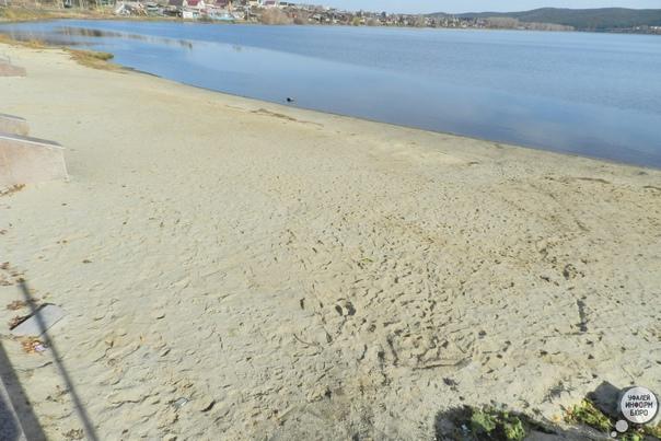 #фотофакт Пляж на городской набережной все еще жде...