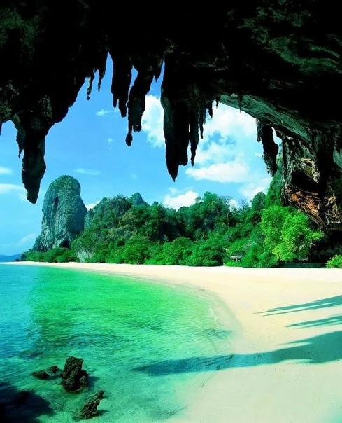 Таиланд начнет пускать привитых туристов из 46 стр...