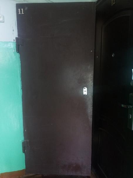 Продам железную дверь.4 т.р.89021737770...