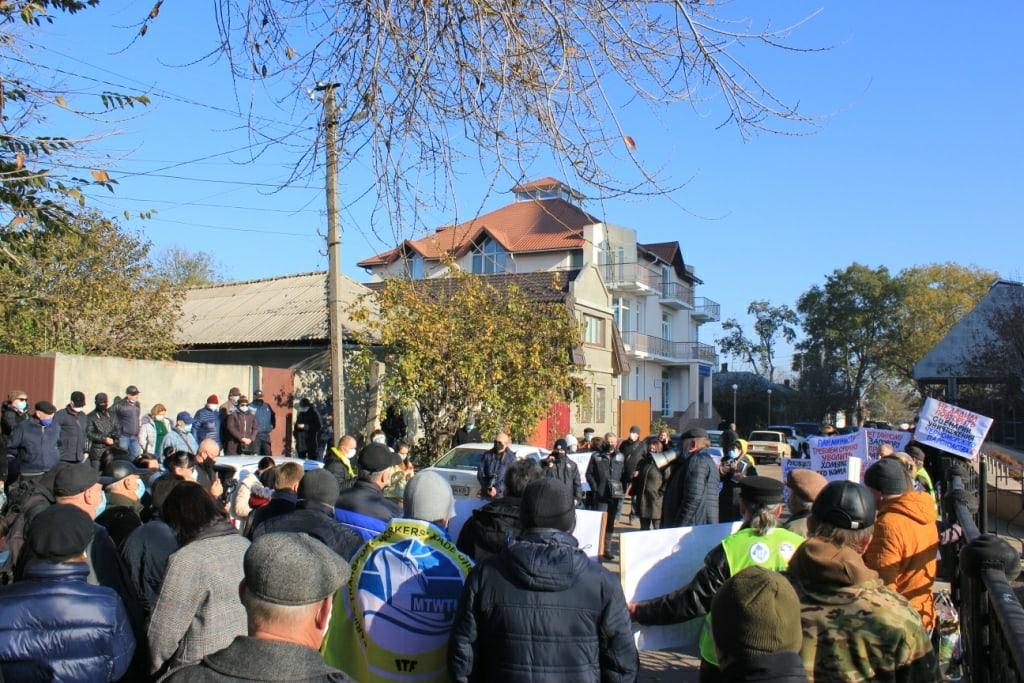 В Измаиле митинговали против передачи флота УДП в Венгрию.