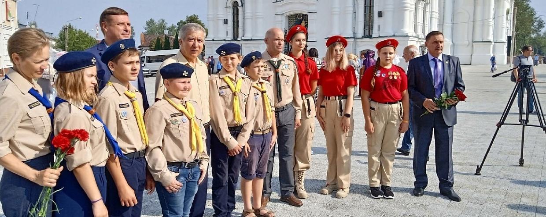 На площади перед Александро-Невским храмом г. Егорьевска состоялось освящение и открытие памятника Н. М. Бардыгину