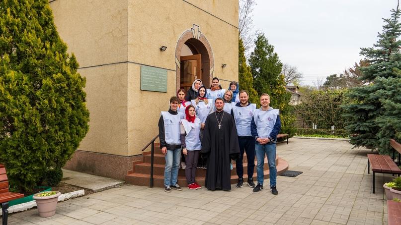 Добровольческий отряд кинокомпании «Союз Маринс Групп» помог в подготовке храма в селе Орлиное к пасхальным праздникам
