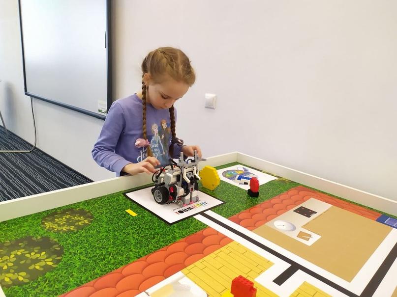 80 школьников и тренеров подготовились к соревнованиям по робототехнике в Университете Иннополис, изображение №2
