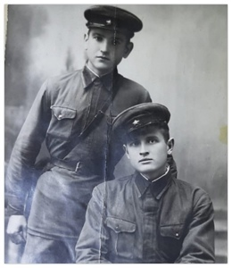 Курсант Колосов (стоит)