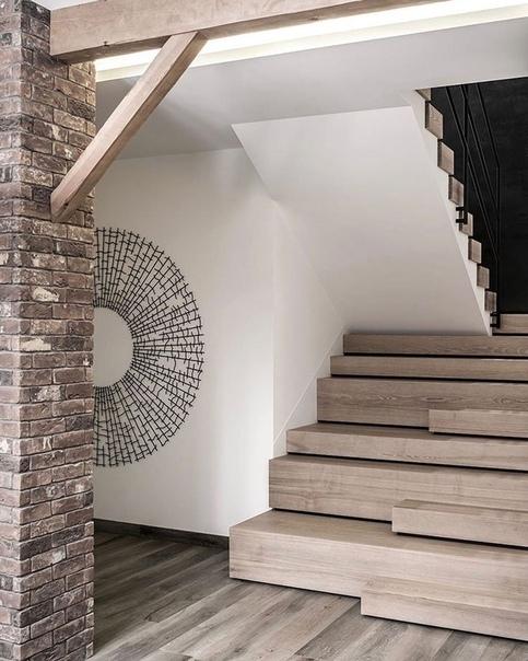 Интересная лестница в частном доме. Ваше мнение????