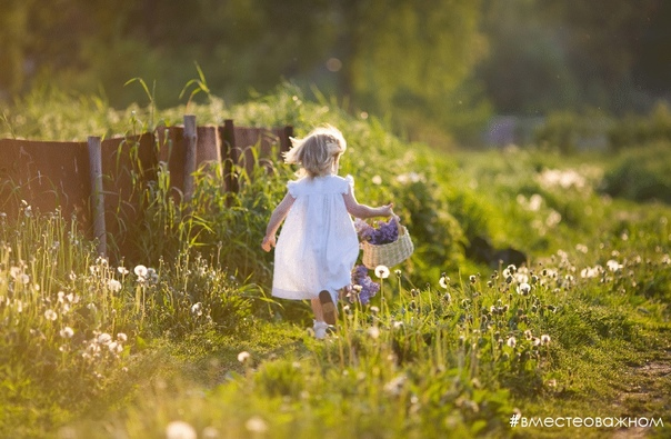 Лето, то время, когда лучше всего получается замедлиться, ловить момент из состояния, радоваться простым мелочам и одновременно делать больше усилий не напрягаясь Например, просыпаться рано