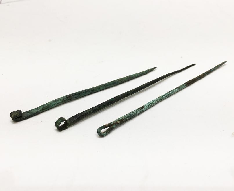 Древнеримские иглы. https://www.invaluable.com/auction-lot/three-ancient-roman-needles-and-one-bracelet-171-c-147493e980