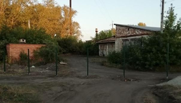 Жителям поселка в Троицке не стали открывать дорогу к дом...
