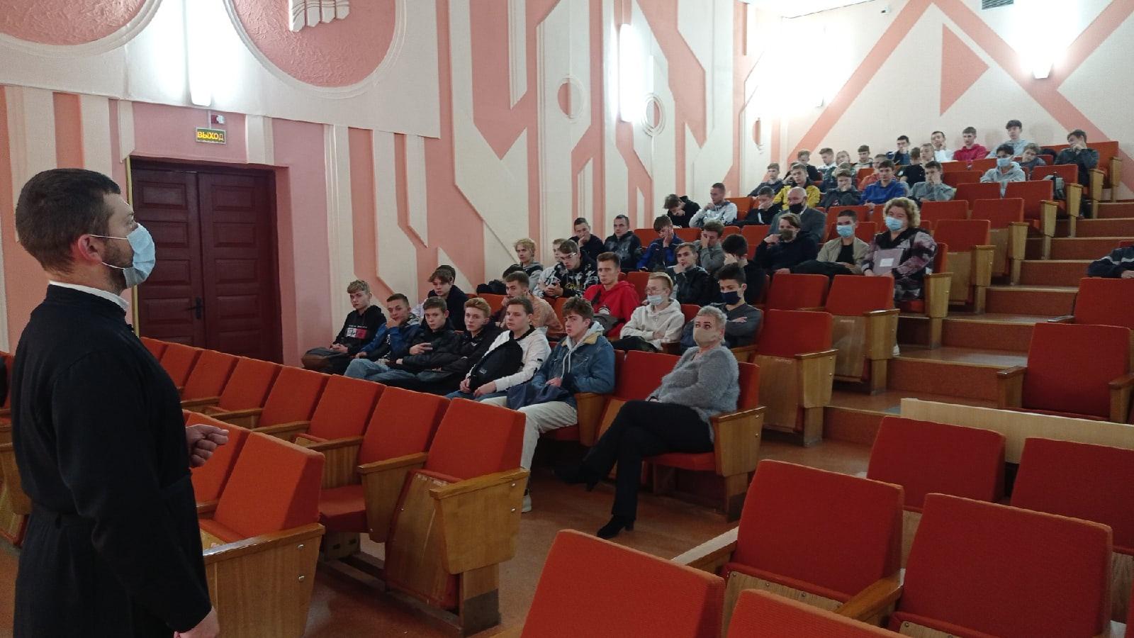 Встреча учащихся с клириком храма в честь Усекновения Главы Иоанна Предтечи