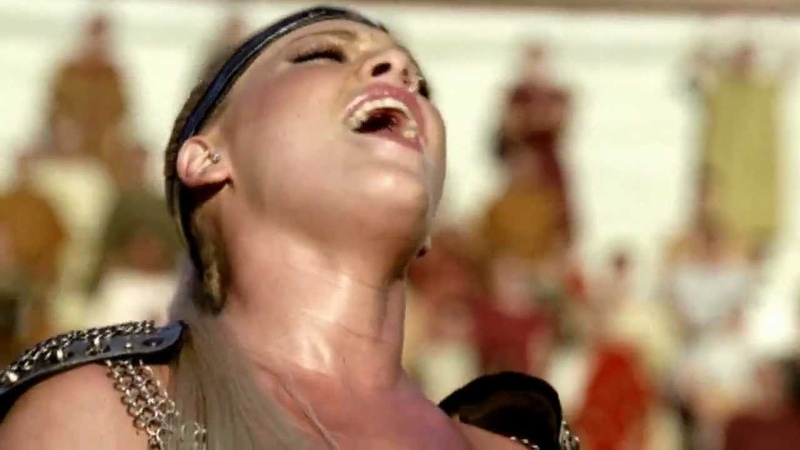 Britney Spears, Beyonce Pink - We Will Rock You ( Pepsi Comercial ) HD