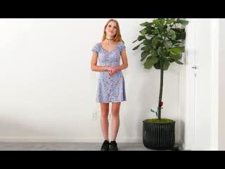 Девушка в платье из ситца приходит на кастинг заработать и потрахаться [молод порн юная девочк домашн порн секс ебл ебут teen тр