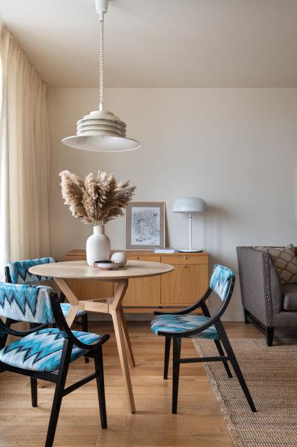 Квартира со стеклоблоками и винтажными стульями от Людмилы Данилевич || 01