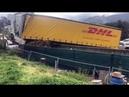 Vidéo le spectaculaire redressement du camion accidenté sur l'A50 à Marseille
